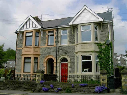 Photo:39 Chapel Street, Pontnewydd. The residence of Gomer Davies before he arrived in Morden (2010)