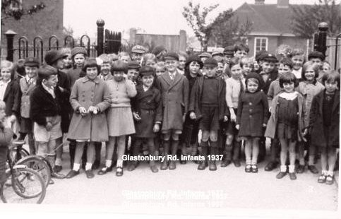 Photo:Glastonbury School (No 6) outside the gates in Hexham Road c1937