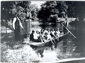 Photo:Boating on the summer outing 1935