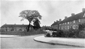 "Image accompanying MP3 audio clip: Evesham Green with a railed green and a ""corner"" (Sutton Local Studies and Archives) ( KB)"