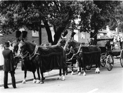 Photo:Horsedrawn hearse